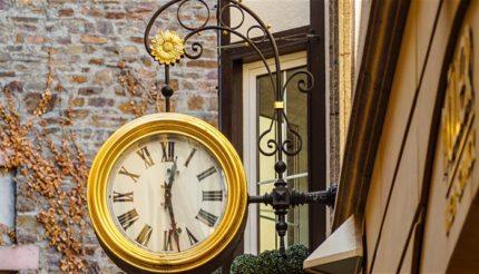 TonyMazzotti ActionCOACH   Business Coaching   Outdoor clock